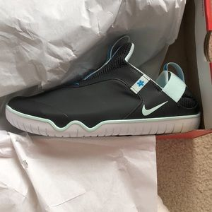 Nike Air Zoom Pulse Healthcare Edition Sneakers